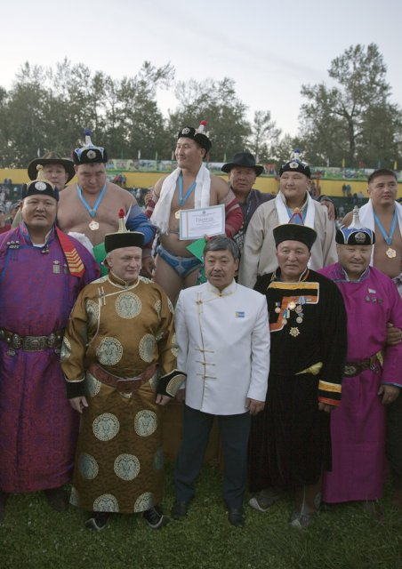 Tuva deputy governor Anatoly Damba-Khuurak (center, in white) posing for picture with Russian and Mongolian sports officials (in folk costumes) and this year's khuresh wrestling champions (above)