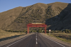 A gate on the M-54 highway marking the entrance to Erzin Kozhuun - a district in southeastern Tuva bordering Mongolia. Tuva is one of only two Russian regions (the other being Sakha-Yakutia) where administrative subdivisions are named in a local language (otherwise it's always rayons in Russian). The Tuvan word kozhuun that denotes a district traces back to the old Mongolian term khoshun of the same meaning (still in use in China's Inner Mongolia), testifying to the long period of Mongolian/Chinese domination in Tuva.