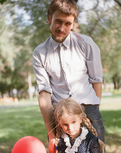 Petr Verzilov, activist and husband of Nadezhda Tolokonnikova with their daughter Gera in a park in front of the Moscow City Court on July 9, 2012, after the court extended the arrest of all three members of Pussy Riot.